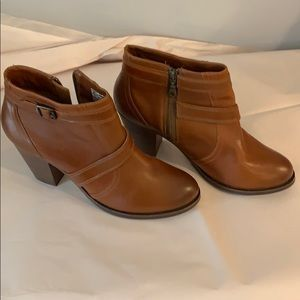 Ariat ankle boots size 11b - never worn